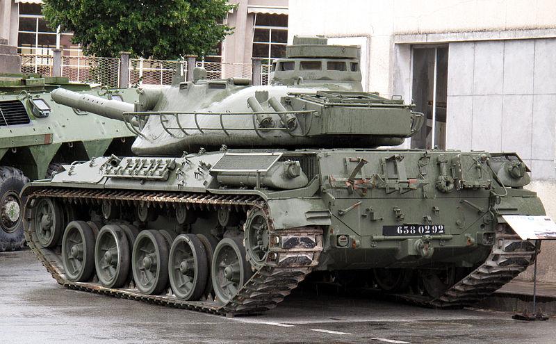 800px-AMX-30B2_img_2368-min