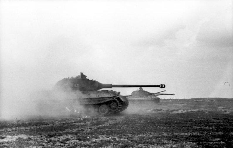 Bundesarchiv_Bild_101I-721-0397-34,_Frankreich,_Panzer_VI_(Tiger_II,_Königstiger)