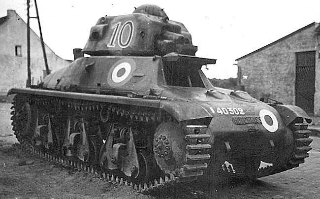 hotchkiss-h35-tank-french-min