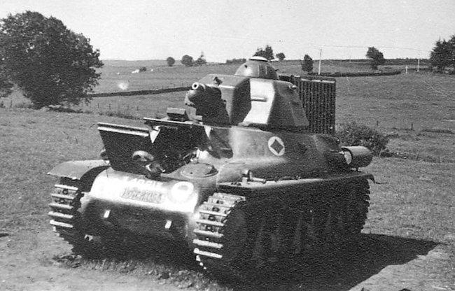 hotchkiss-h39-40813-tank-min