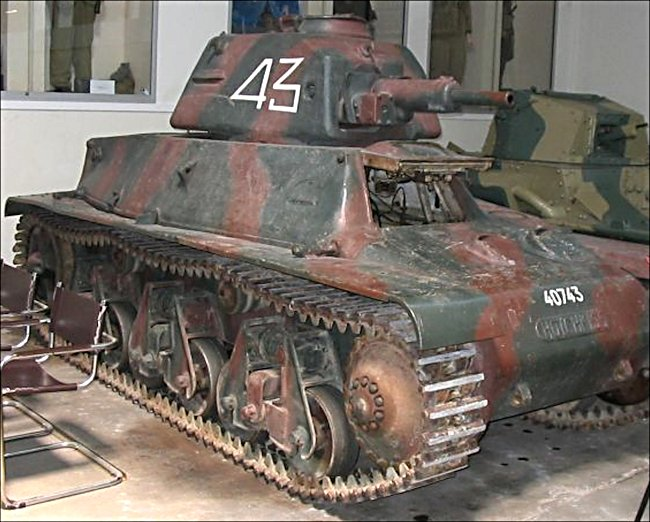 hotchkiss-h39-char-tank-french-ww2-min