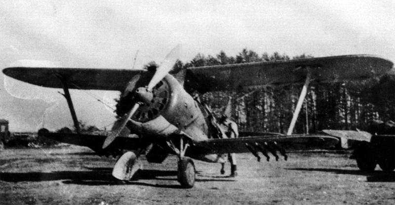 Soviet-AF-Polikarpov-I-15-Chaika-war-prize-captured-Prushany-airfield-Barbarossa-1941