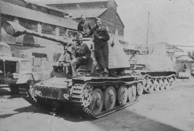 marder_iii_ausf_h_and_marder_ii_d1