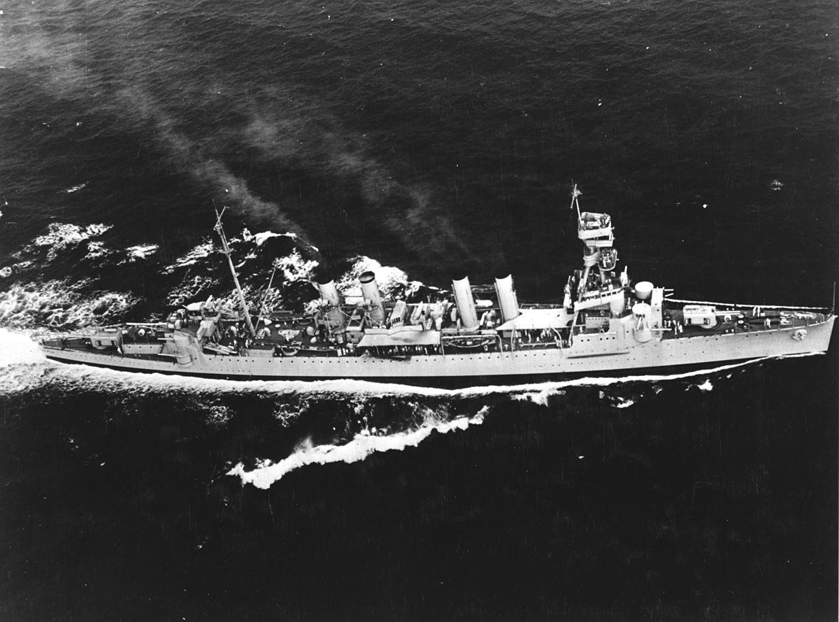 USS_Trenton_(CL-11)_underway_at_sea_on_23_October_1935