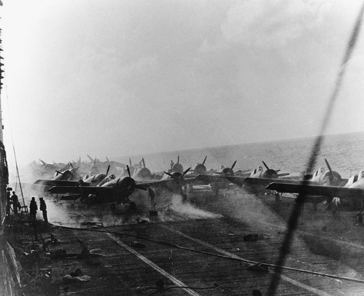 Aircraft_sit_on_the_smoldering_flight_deck_of_USS_Lexington_(CV-2)_during_the_Battle_of_the_Coral_Sea,_8_May_1942_(80-G-16802)