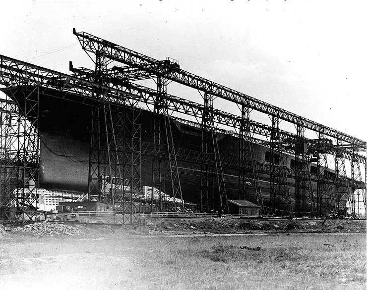 USS_Lexington_(CV-2)_on_building_ways,_1925